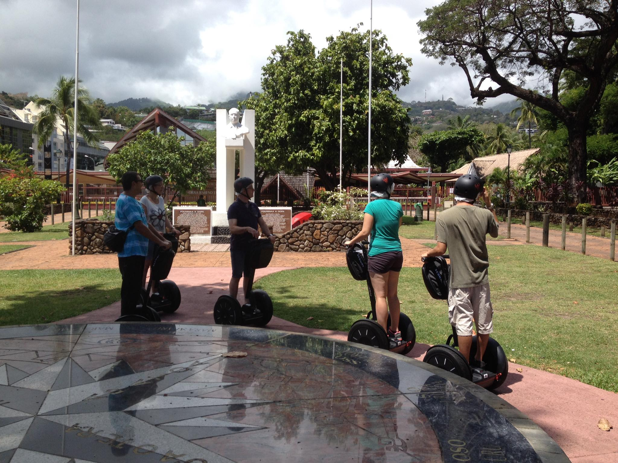 Assemblée de Polynésie en Segway à Papeete